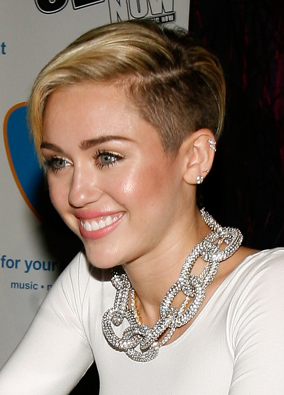 "Miley Cyrus ""Bangerz"" Record Release Signing"
