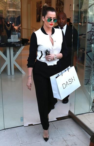 Khloe-Kardashian-Green-Ray-Ban-Mirrored-Aviators-Her-Pink-Jersey